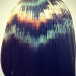 capelli-mori-con-grafici-in-stile-pixel-colorati