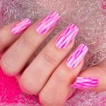 corso-di-decorazione-unghie-effetto-mirage-scie-di-colore-bianche-rosa-e-fucsia-in-questa-nail-art-impeccabile-di-kateryna-bandroska