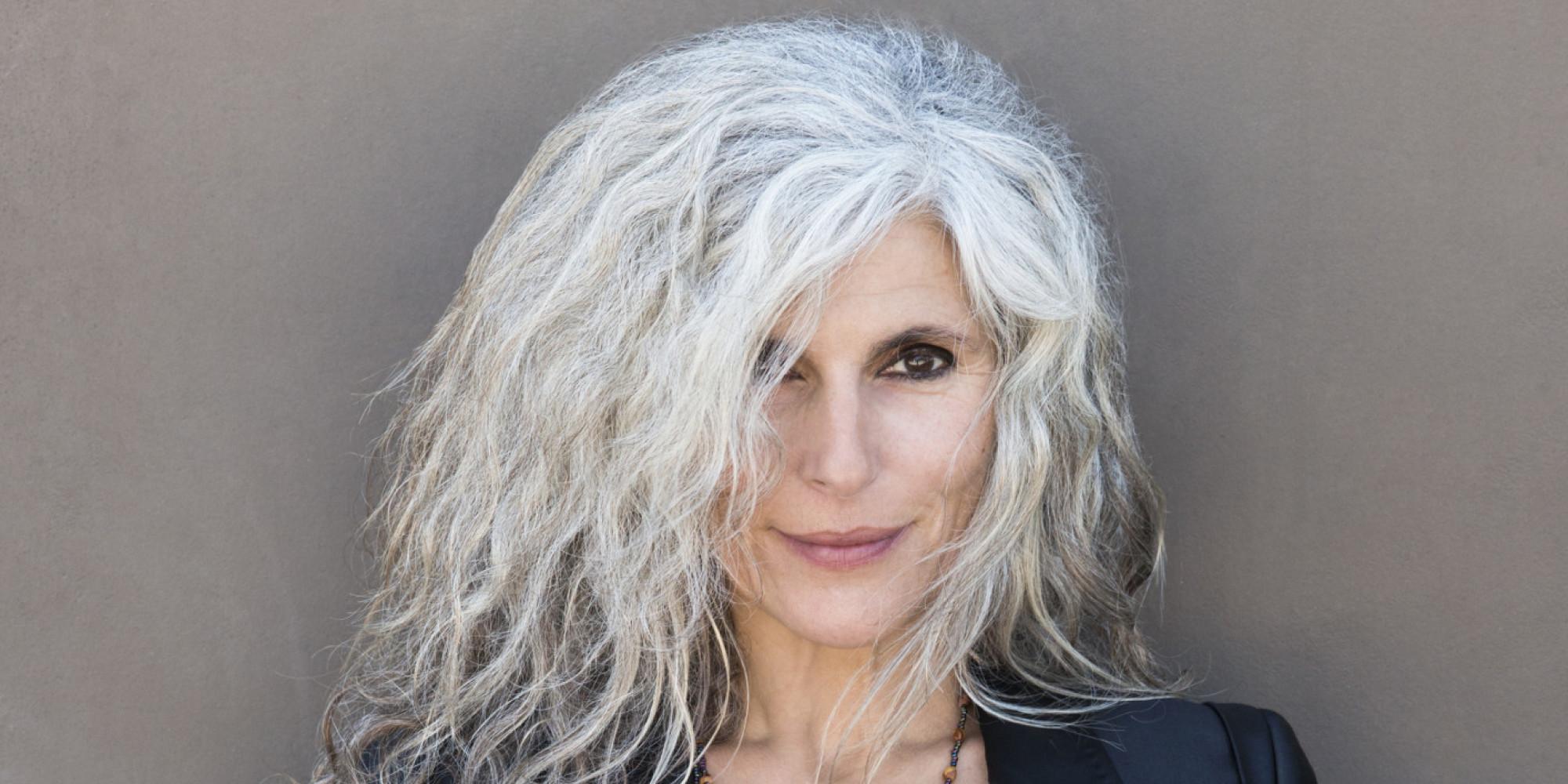 capelli grigi o-gray-hair-facebook