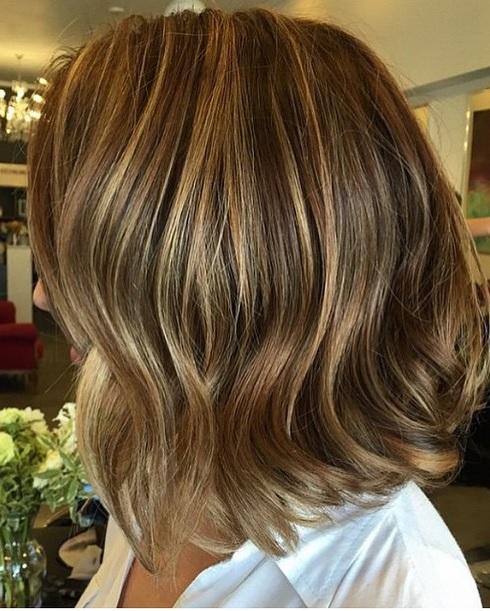 short-hair-with-caramel-brunette-highlights short-hair-with-caramel-brunette-highlights