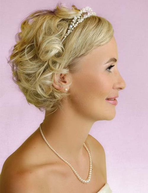 10-curls-for-short-wedding-hair