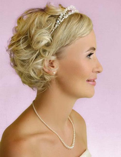 10-curls-for-short-wedding-hair