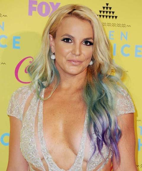 1647883_-Britney-Spears-con-i-capelli-rainbow