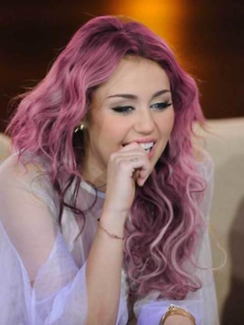 1647883_-Miley-Cyrus-con-i-capelli-rosa 1647883_-Miley-Cyrus-con-i-capelli-rosa