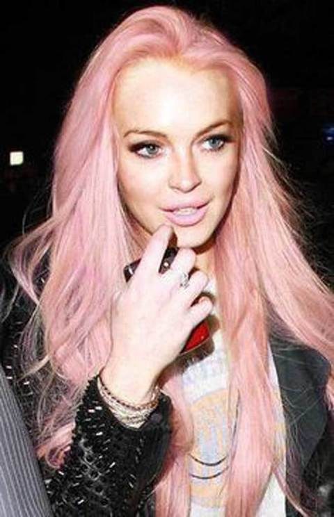 1647883_9-Lindsay-Lohan-con-i-capelli-rosa