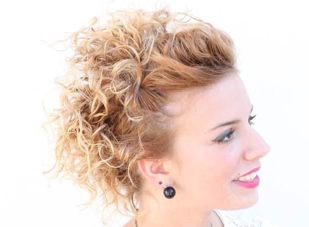 Acconciatura-capelli-corti-ricci-620-2 Acconciatura-capelli-corti-ricci-620-2