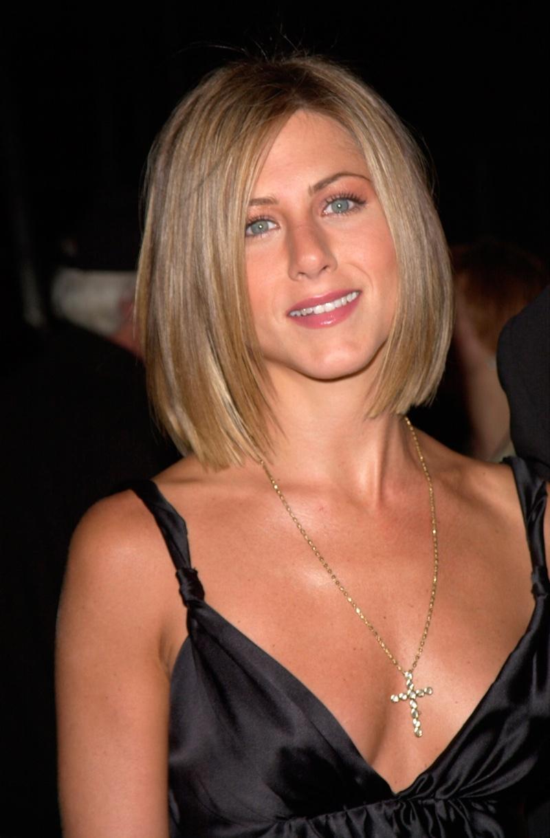 Jennifer-Aniston-Short-Bob-Light-Brown-Haircut