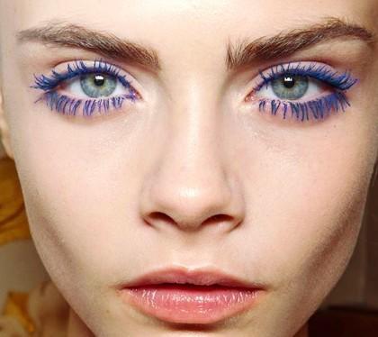 Make-up-occhi-azzurri-con-mascara-blu