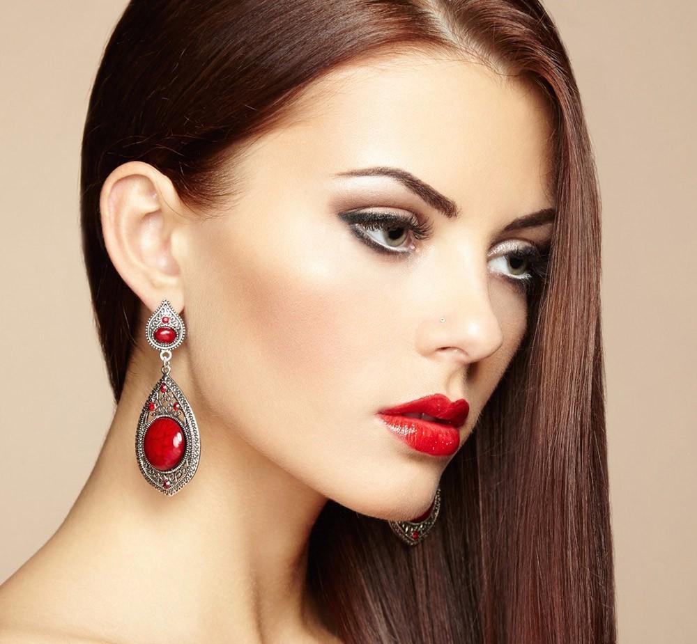 rossetto-rosso-capelli-castani-1000-1 rossetto-rosso-capelli-castani-1000-1