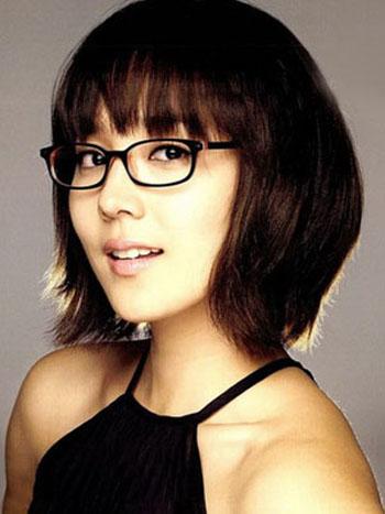Tagli capelli con frangia e occhiali