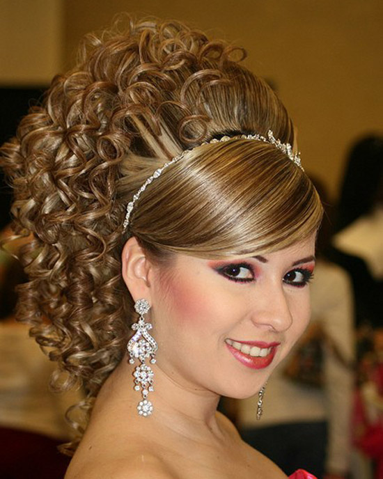 20-Best-Cute-Easy-Simple-Yet-Cool-Curly-Hairstyles-Haircuts-For-Women-15