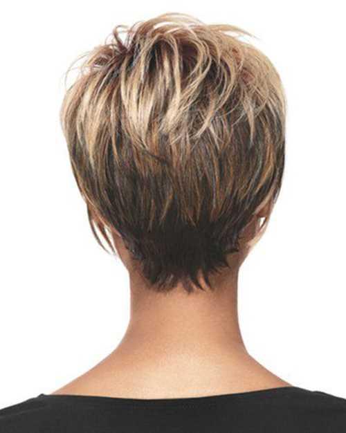 Tagli capelli medio corti visti da dietro
