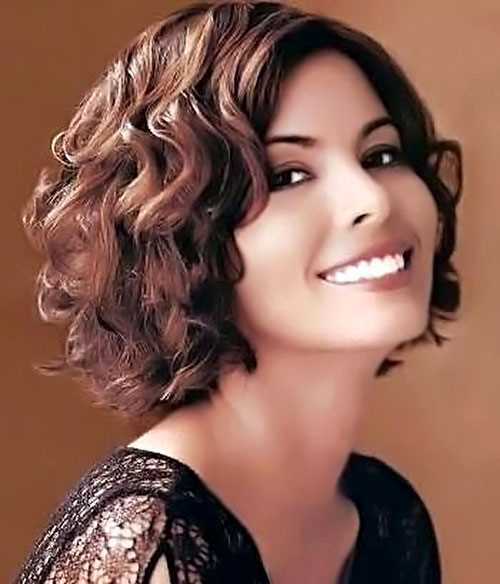Cute-short-haircuts-wavy-hair