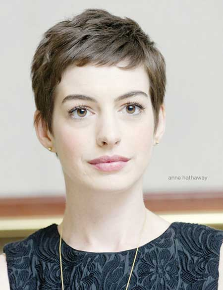 Elegant-Pixie-Hairstyle-with-Short-Bangs Elegant-Pixie-Hairstyle-with-Short-Bangs