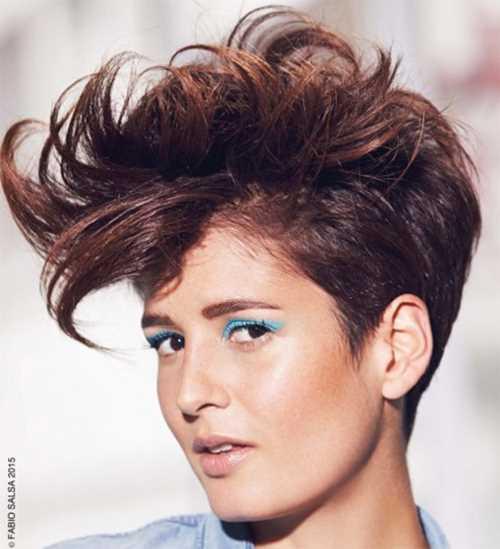 capelli cortissimi colorati La-coupe-boyish-rock-par-Fabio-Salsa_current_new_diaporama