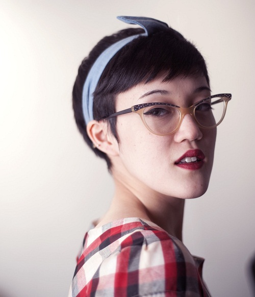 Short-Hairstyles-for-Girls-with-Rock-Vintage-Glasses-Picture