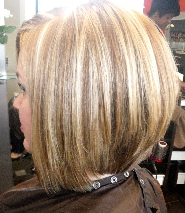 bob inverso Stacked-Medium-Bob-Haircut-Short-Hair-Trends