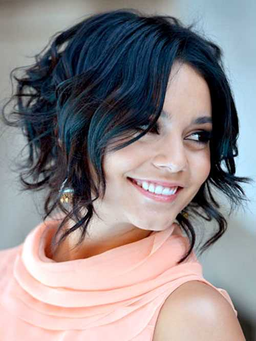 Womens-Short-Hairstyles-for-Wavy-Hair