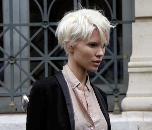 capelli-corti-biondo-platino-45_9 capelli-corti-biondo-platino-45_9