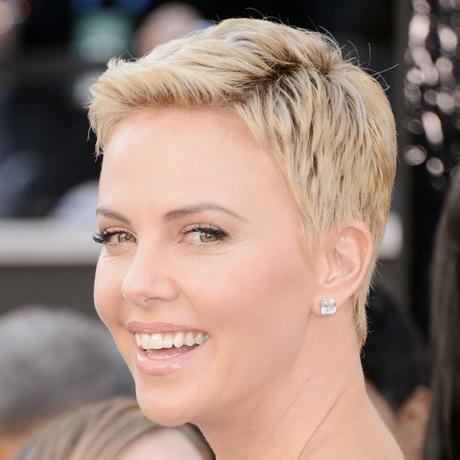capelli-corti-biondo-platino-48-2 capelli-corti-biondo-platino-48-2