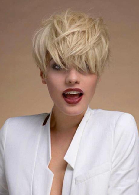 capelli-corti-biondo-platino-48-3 capelli-corti-biondo-platino-48-3