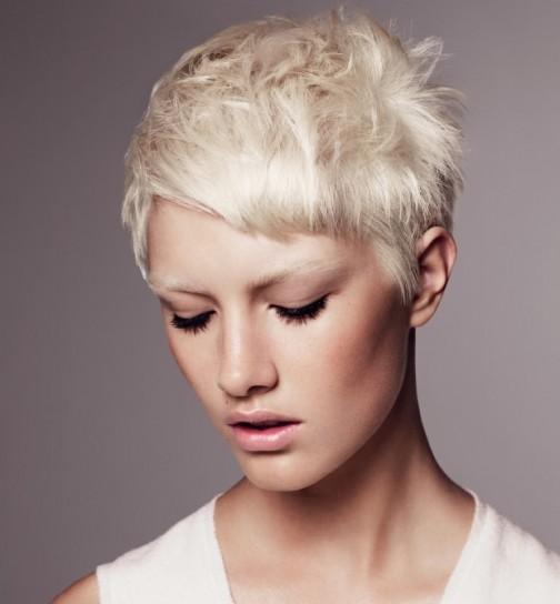 capelli-corti-biondo-platino capelli-corti-biondo-platino