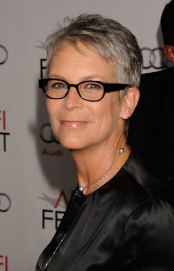 short-hairstyles-for-women-over-60-who-wear-glasses