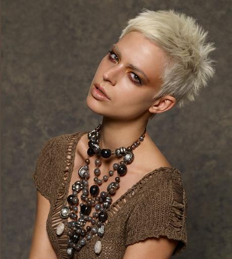 tagli-capelli-corti-biondo-platino-02-18