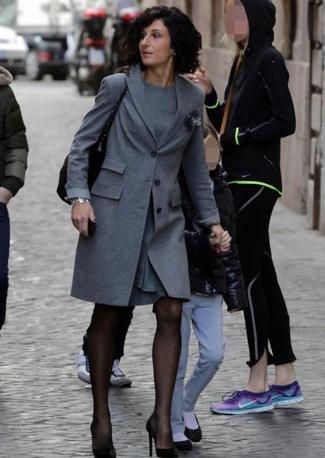 Agnese Landini moglie Renzi arriva con i figli in albergo 4_672-458_resize