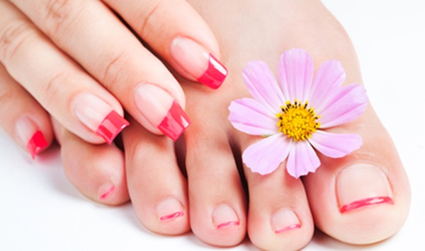 Sbiancare-le-unghie-di-mani-e-piedi