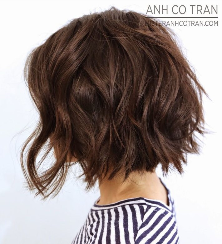 Side-View-of-Short-Wavy-Bob-haircut