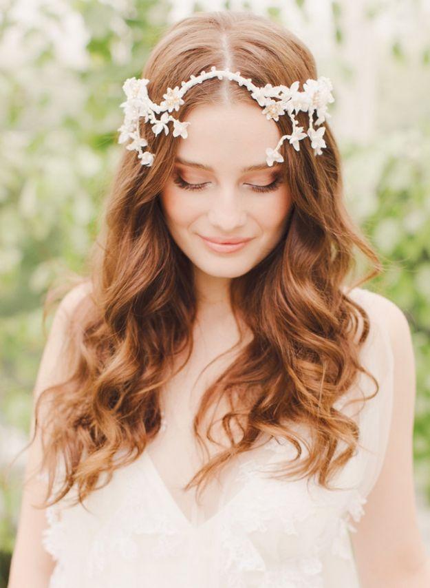 coroncina-di-fiori-con-capelli-mossi coroncina-di-fiori-con-capelli-mossi