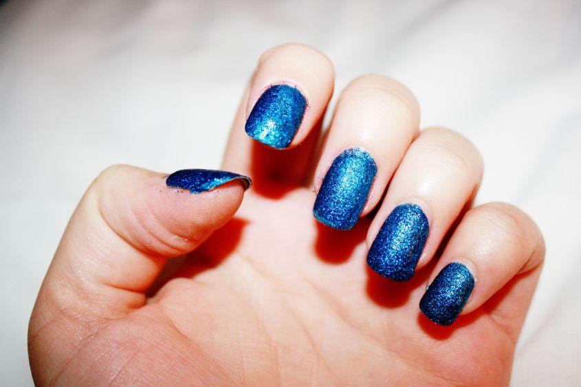 unghie-finte-azzurre
