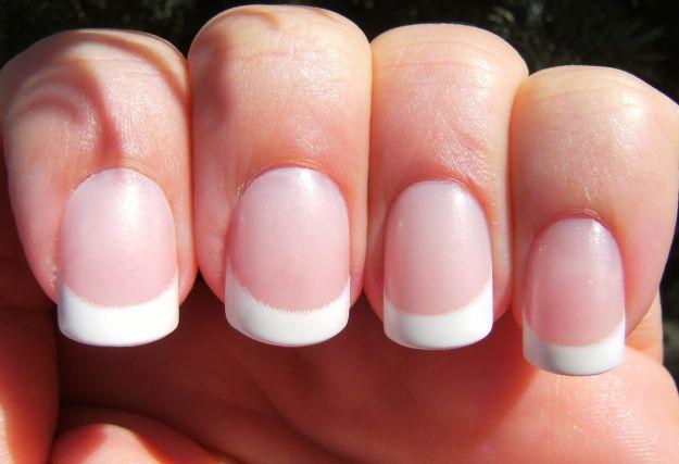 unghie-finte-french-bianco unghie-finte-french-bianco