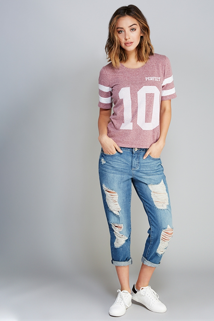 Destroyed-Boyfriend-Jeans-tshirt