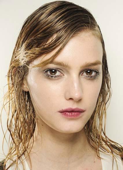 capelli-lunghi-riga-laterale-effetto-bagnato-2014