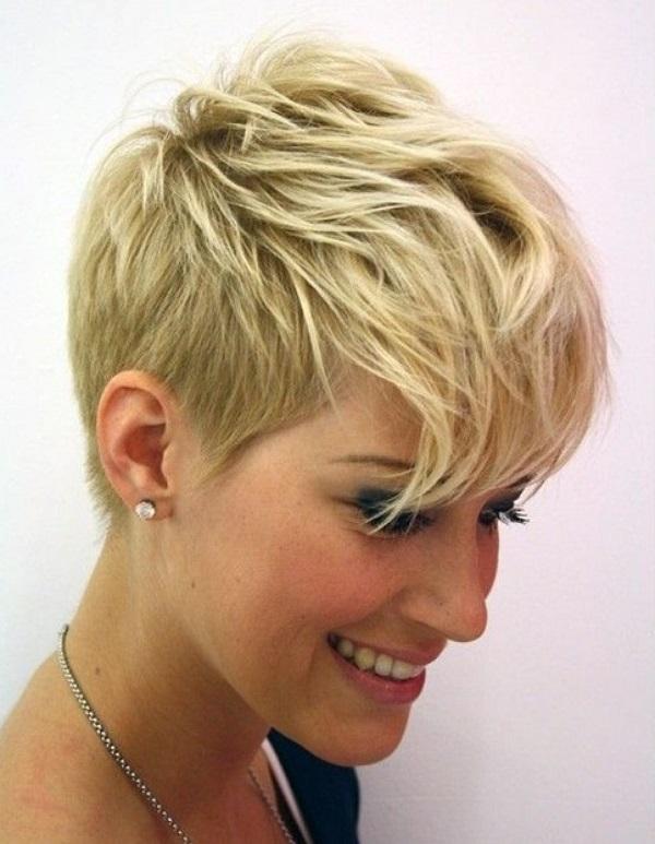 Acconciature capelli rasati ai lati