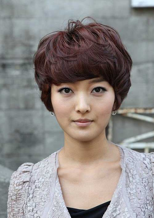 25_Short-Haircut-For-Round-Face