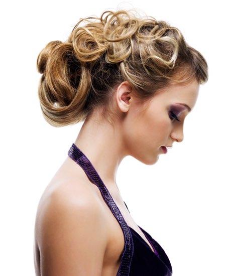 capelli corti ricci e raccolti