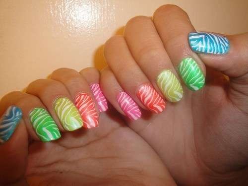 nail-art-zebrate-multicolor