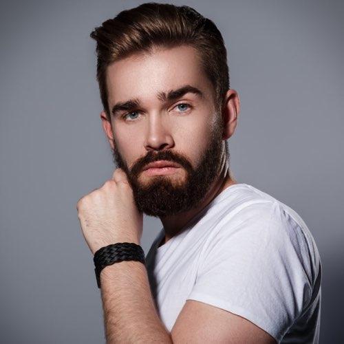 foto di un taglio di capelli corto da uomo