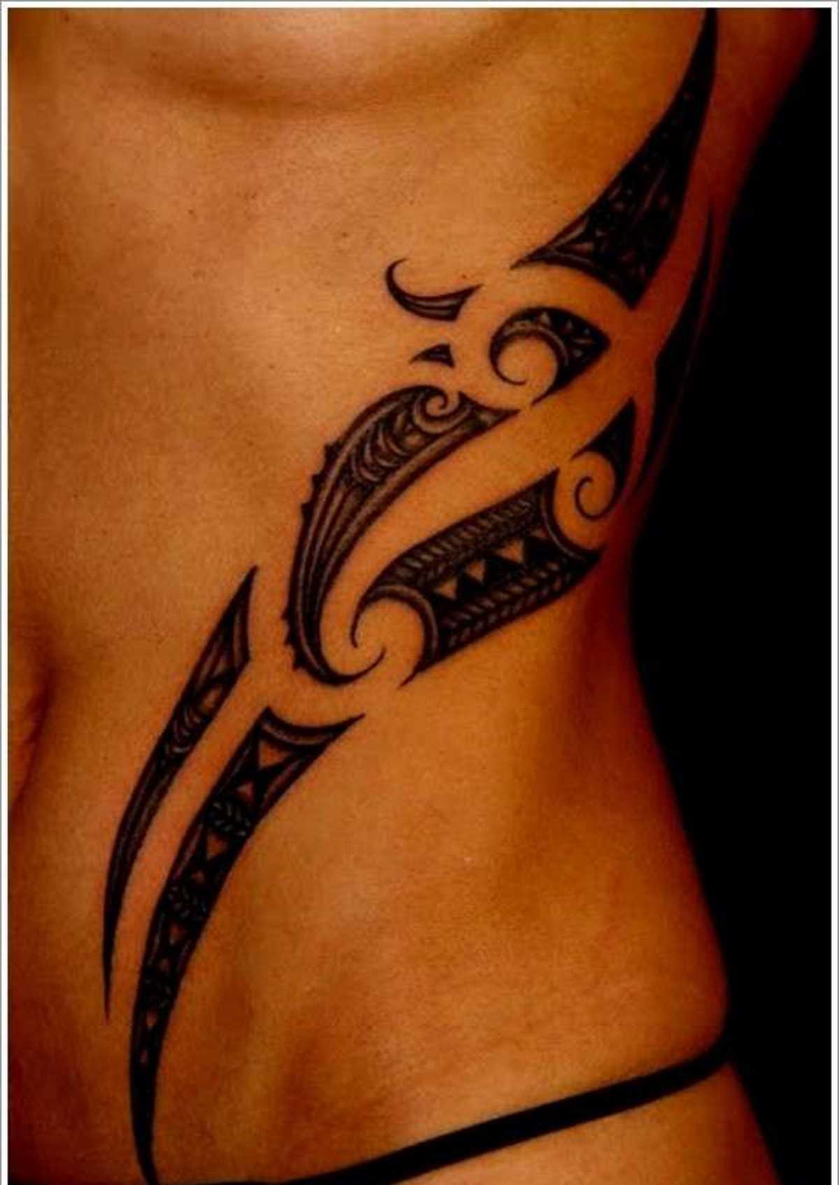 tattoo-maori-sul-fianco-e-sul-ventre-donna