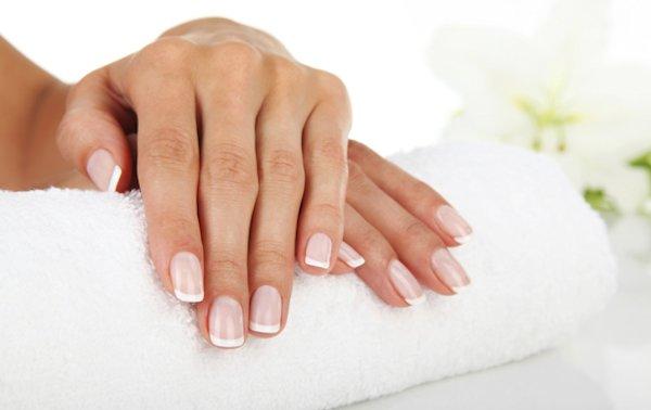 unghie-bianche-manicure