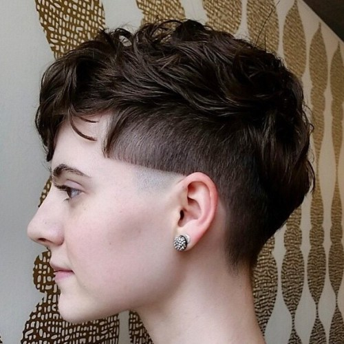 2-womens-undercut-for-wavy-hair