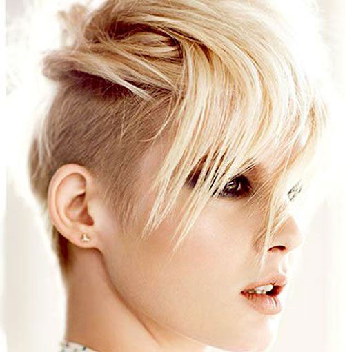 taglio-capelli-rasati-lateralmente-autunno-inverno-2015-corti-con-ciuffo
