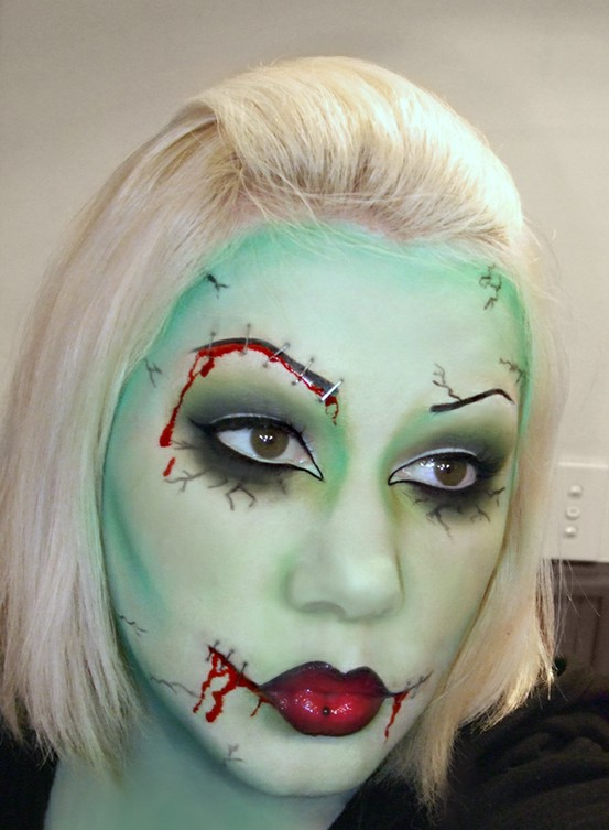 zombie-makeup-make-up-green-red-lips-halloween-costume-idea2
