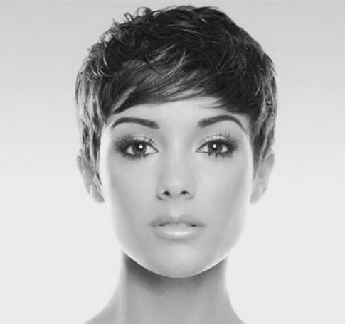 donna-taglio-capelli-corti-32