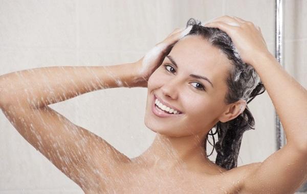 lavare-capelli-troppo-spesso