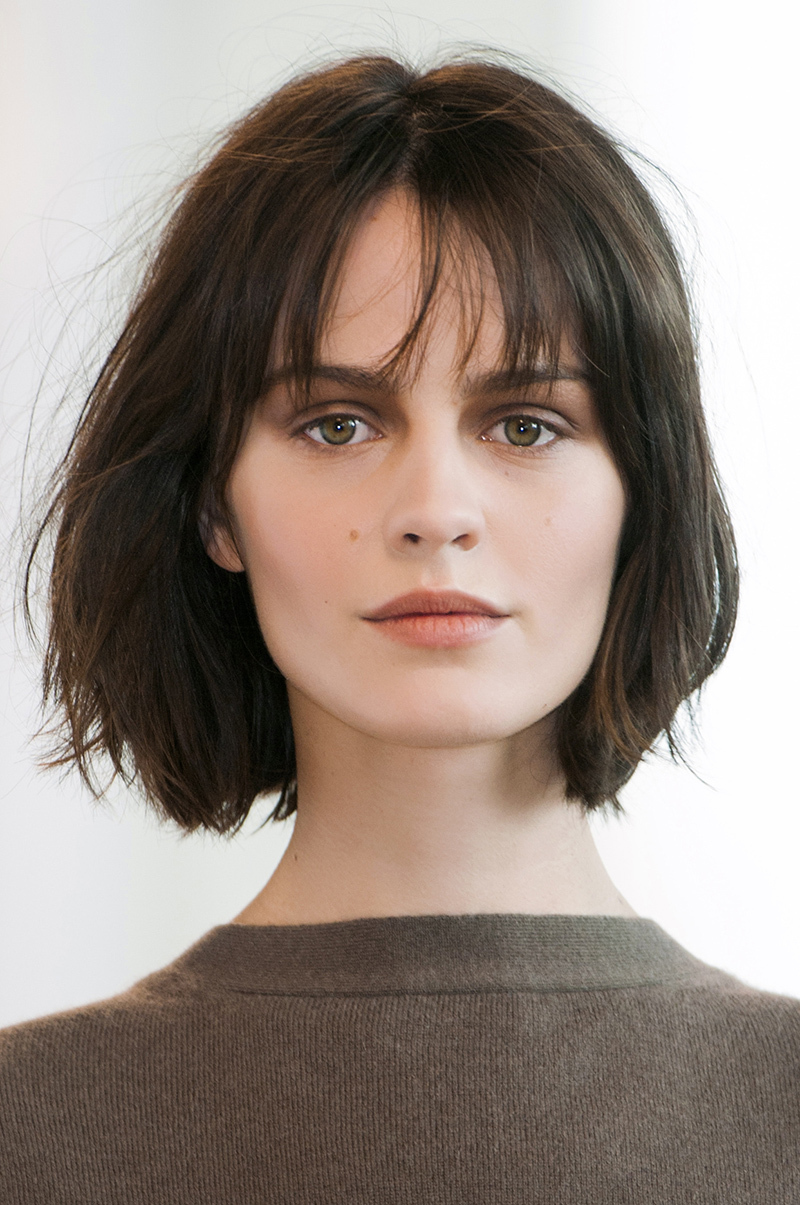 medium-short-hairstyle-with-wispy-bangs - CapelliStyle