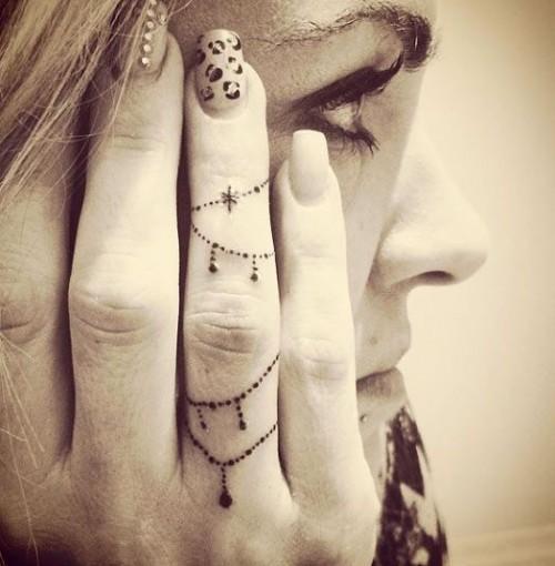 small-finger-tattoo_04